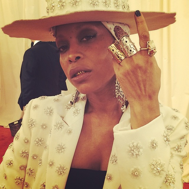 Erykah Badu sports Lillian Shalom grill and rings.  Photograph from www.upscalehype.com